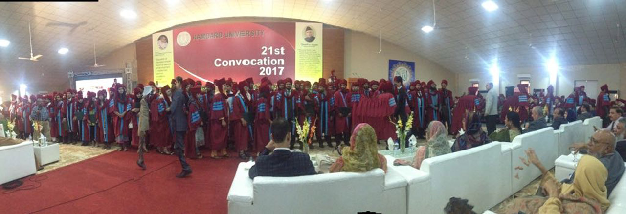 A group photo of the fresh graduate at the convocation