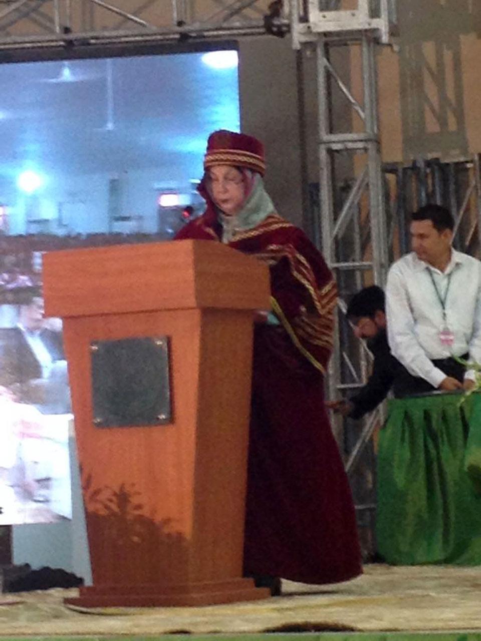 The Chancellor of Hamdard University, Madam Sadia Rashid is addressing the audience