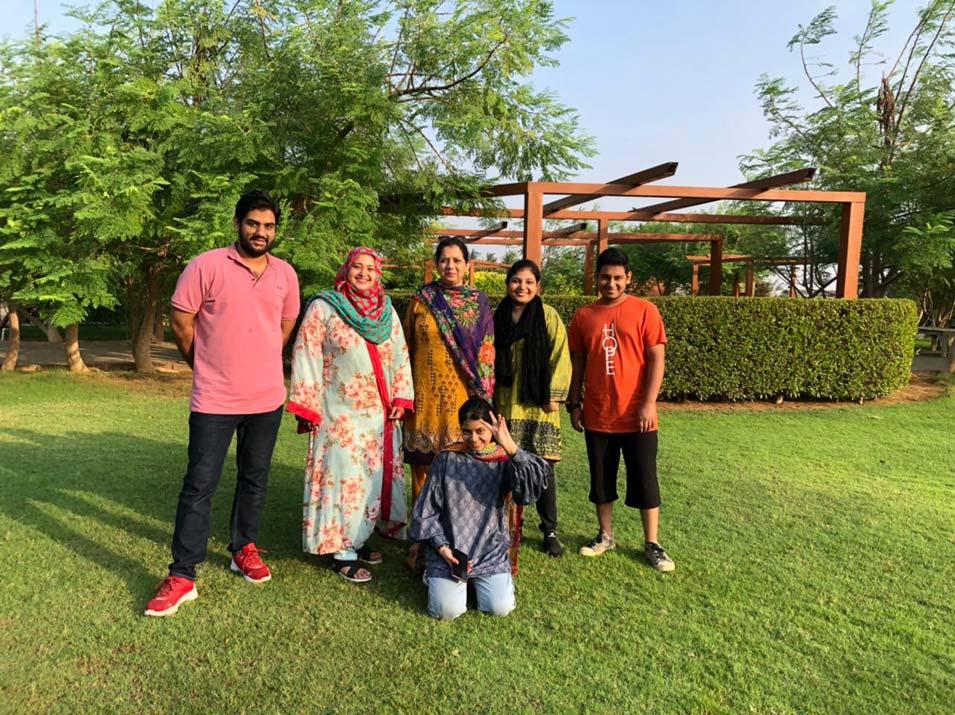 Taha Khan (Mamu), Samia Siddiqui (Mami), Erum Imran, Fareena Shaikh, Umair Shaikh & Zara.