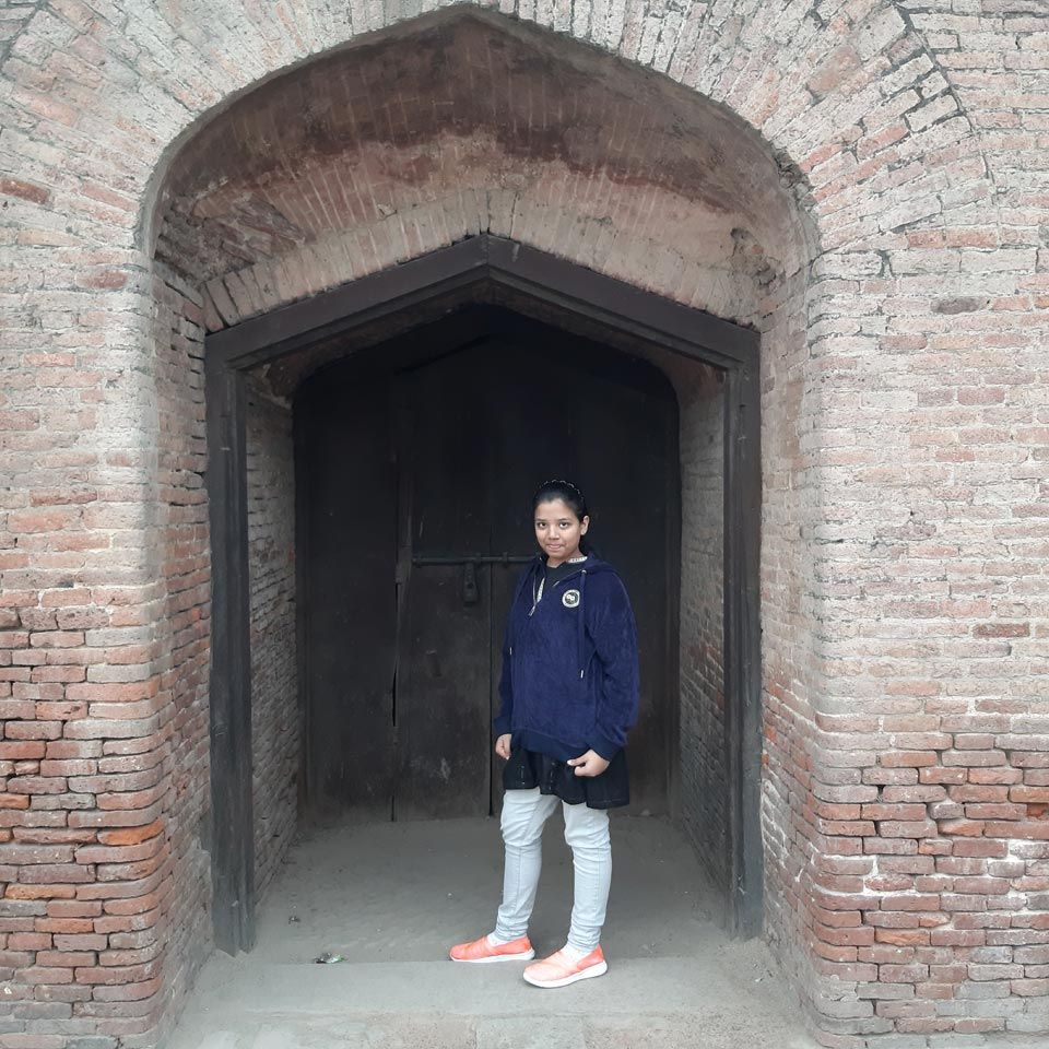 Zoya in front of the Lahore Fort Gate.