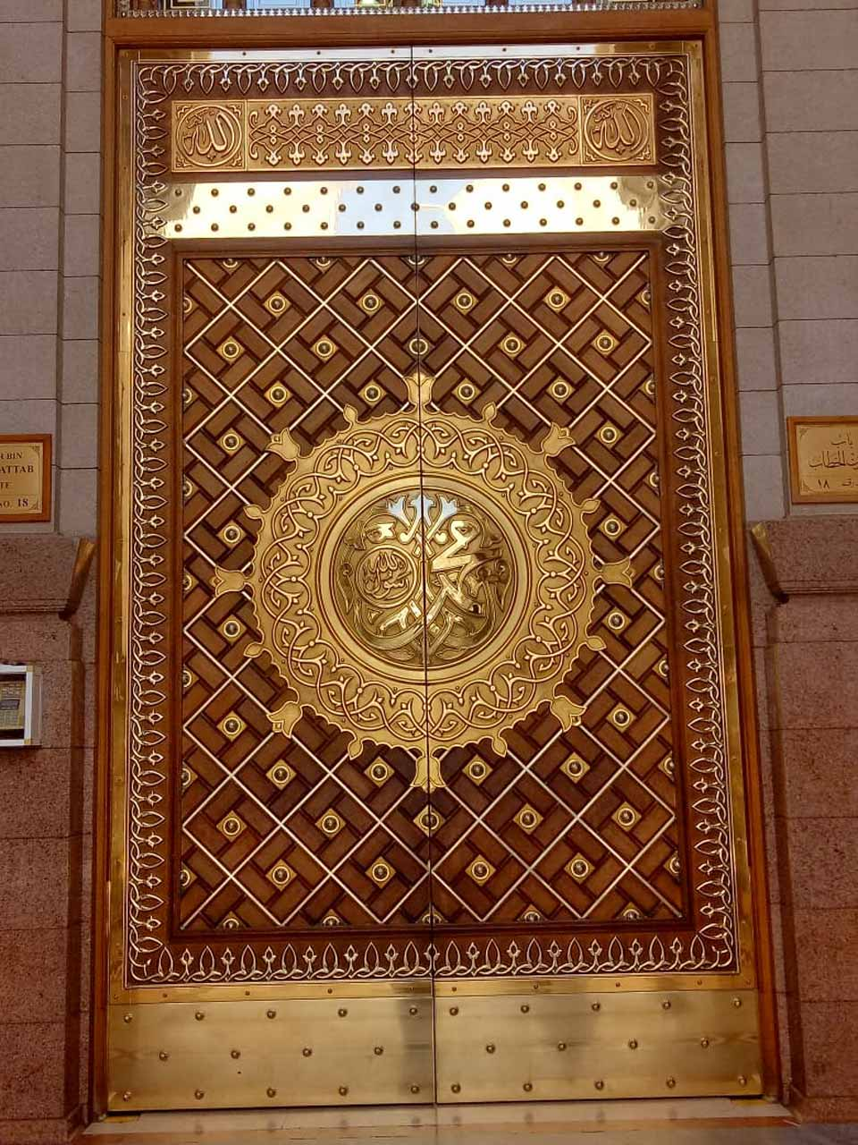 The gate to enter the Masjid-e-Nabwi