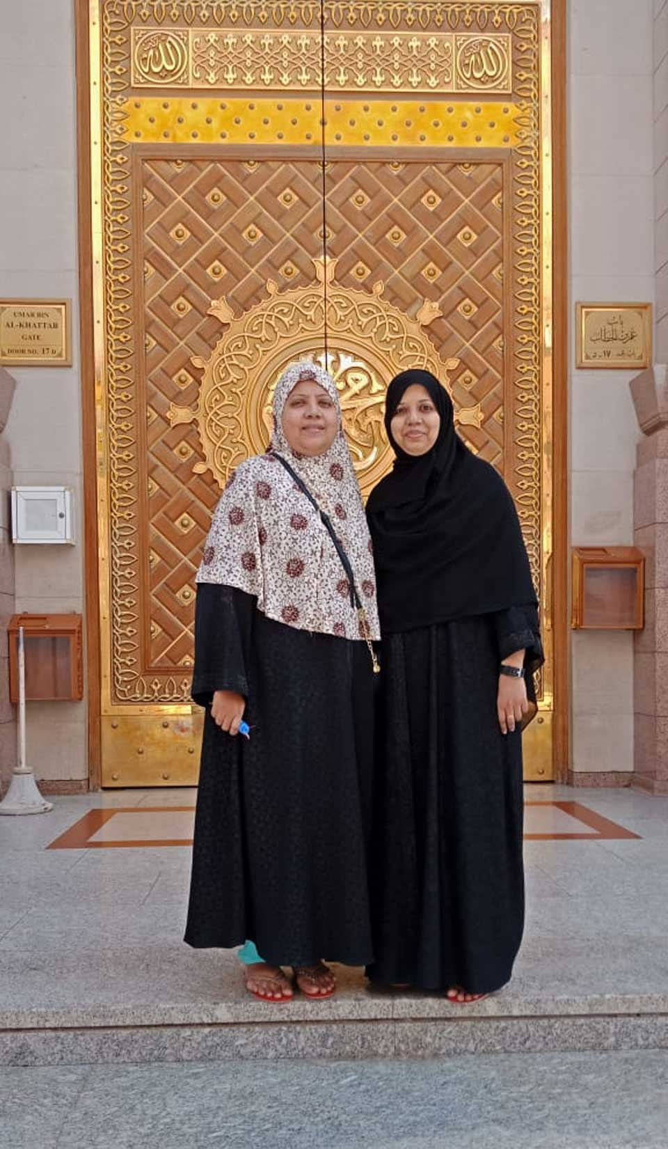The two sisters Dr. Kiran and Erum Imran in front of the entry gate of Masjid-e-Nabwi