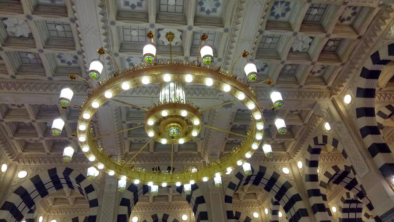 The beautiful lighting fixture inside the Masjid-e-Nabwi