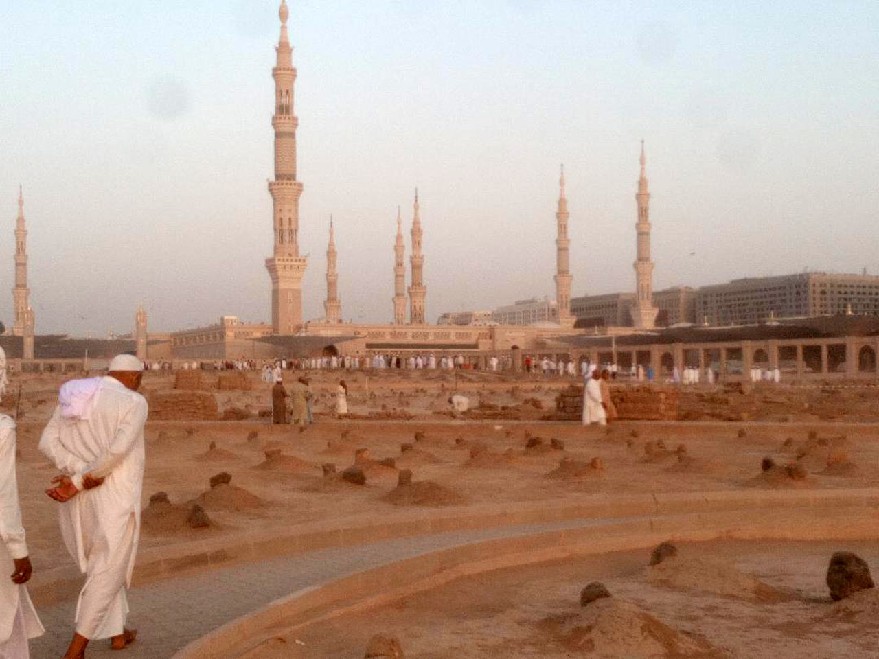 A nice view of Jannat Ul Baqi as Masjid-e-Nabwi is in the background