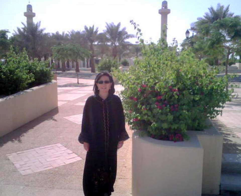 Later, having safely arrived in Jubail, Ann wears her new abaya from Jeddah on her first outing in the Kingdom, 2007. © Mark Lowey