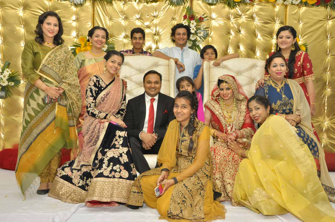 Imran and Huma with their cousins and Namrata Chachi