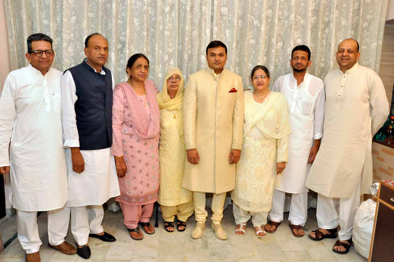 Imran Pervez with his father, uncles, auntys and Grand Mother on the wedding recption day