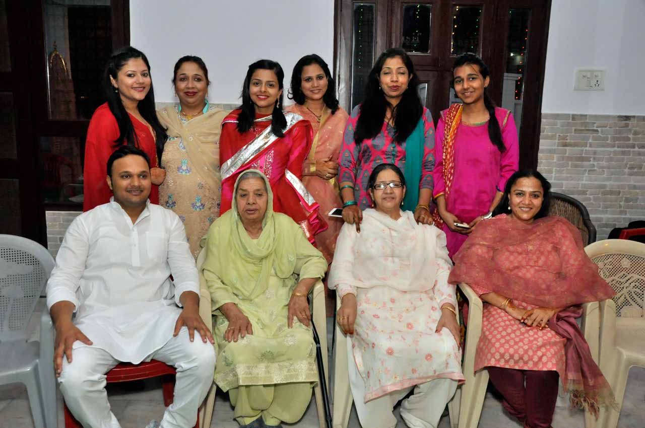 Imran Pervez with his Dadi, Puppo, cousin sisters and Chachis