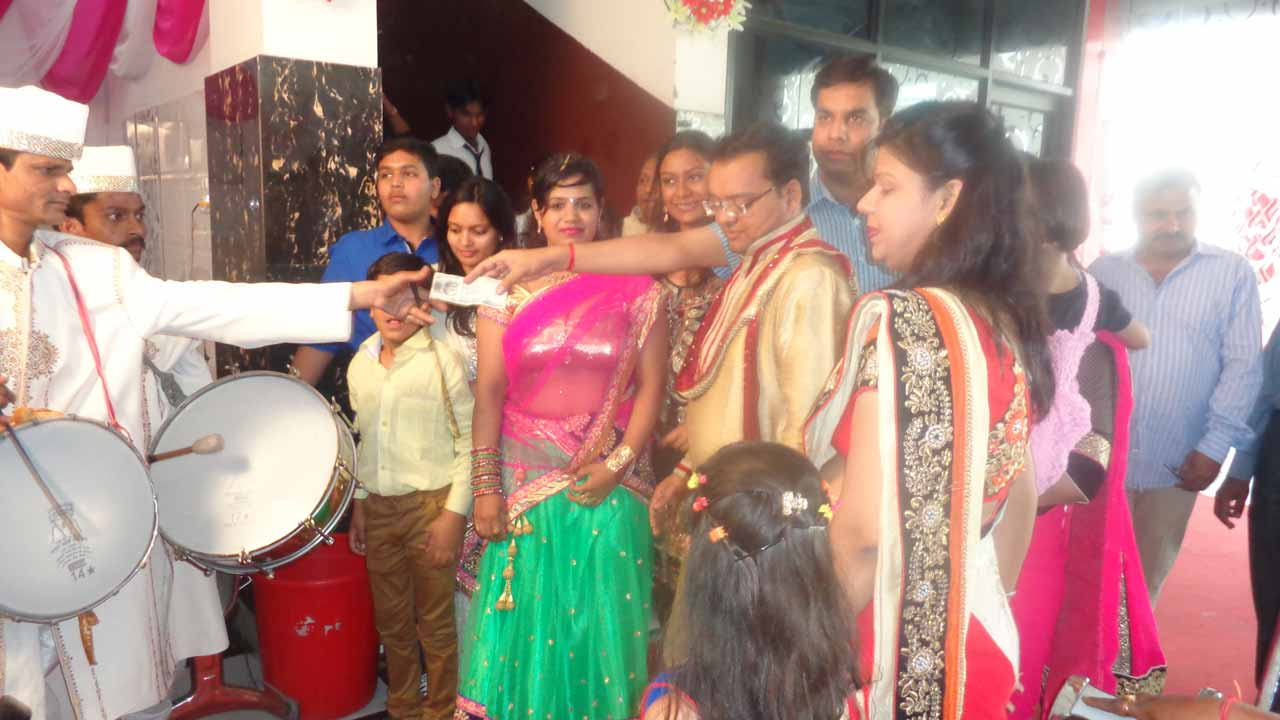Parag family is giving some money to the musicians and the drumers