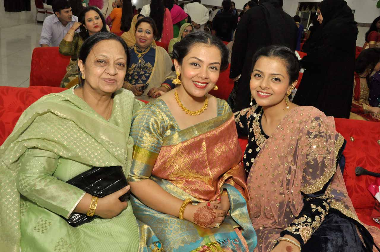 Shameem Javed with her two lovely daughters Huma and Hina