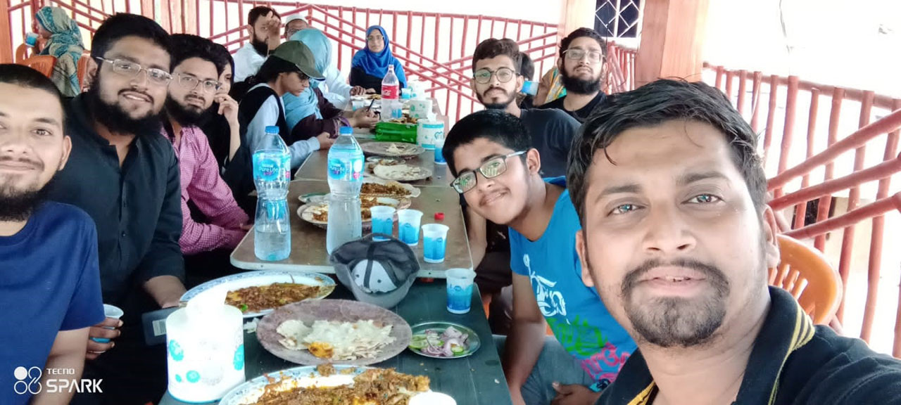 All are enjoying their breakfast at Winder Town Restaurant while on their way to Ormara Beach.
