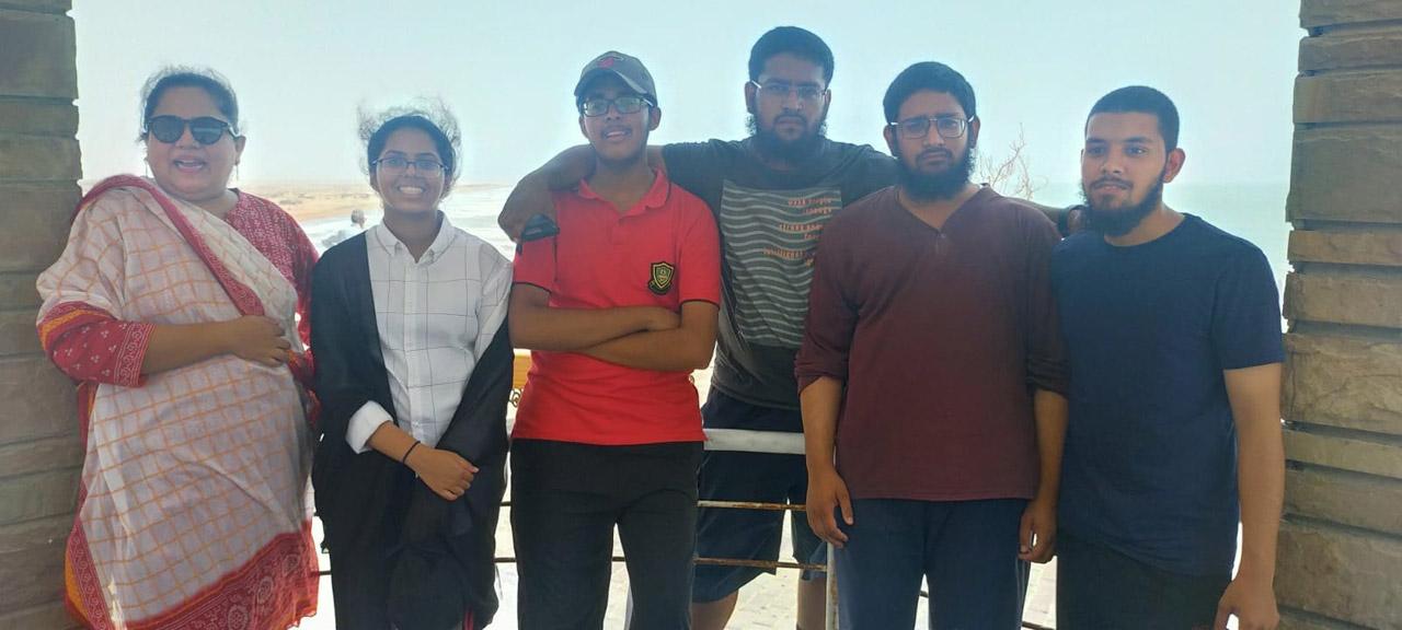 Dr. Kiran A. Rehman, Mariam A. Rehman, Habib Ur Rehman, Anus Abdul Bari, Zubair Abdul Bari and Engr. Obaid Ur Rehman enjoying the fresh cold breeze and beautiful sound of Kund Malir Beach waves.
