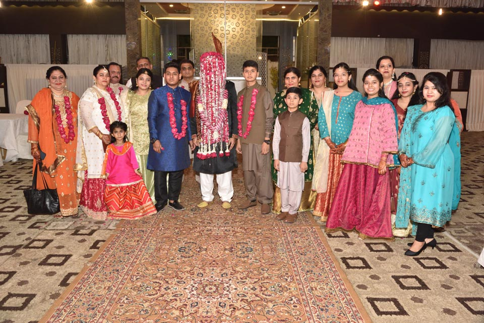 An amazing shot of the Groom's family