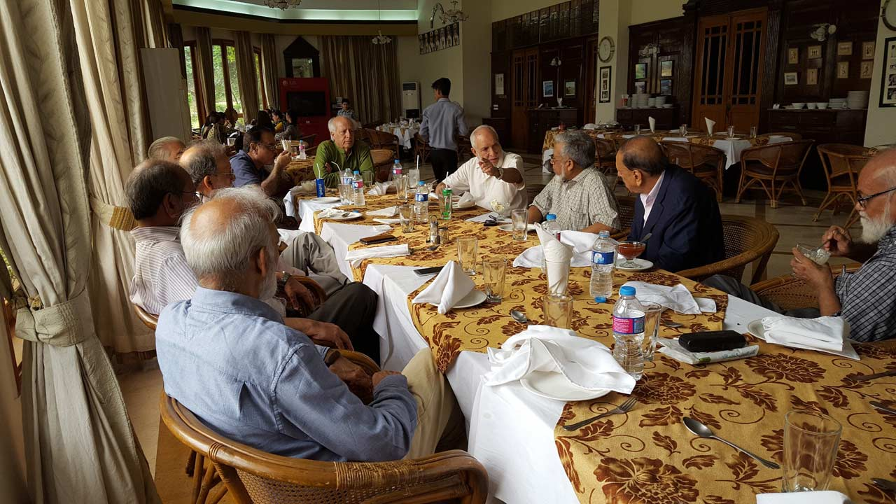 All have finished the starters at the dining table-The host is explaining some details to friends