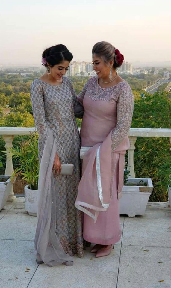 Two sisters Wardah Qureshi and Nadia Aslan, Wardah is a final year Medical student in Karachi and Nadia is a permanent resident of Canada