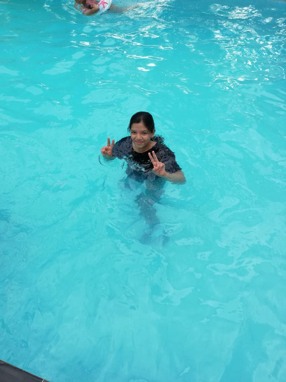 Zoya Imran enjoying inside the swimming pool