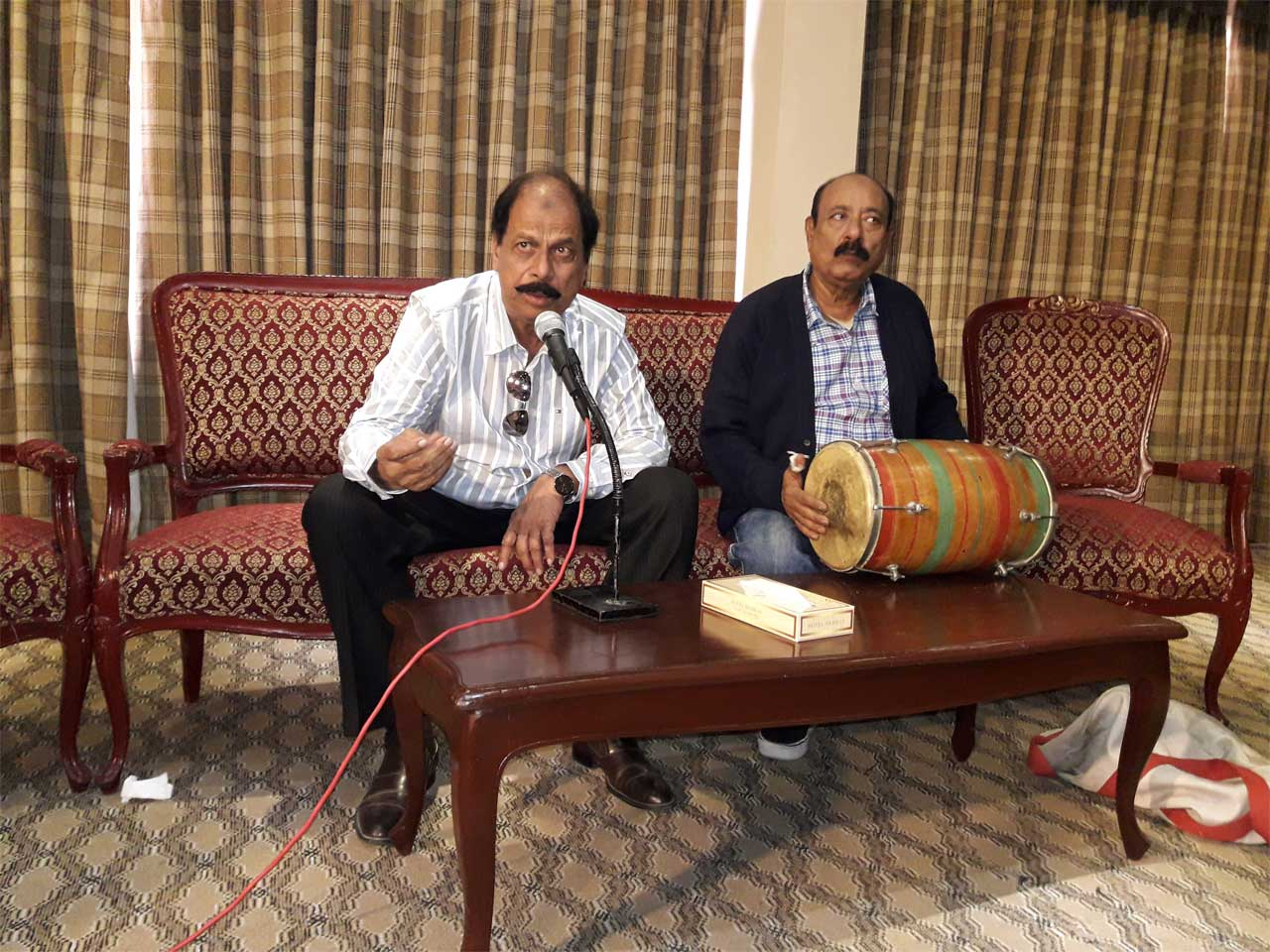Iftikhar Baig is singing a song while Sabir Ali Khan is on Tabla