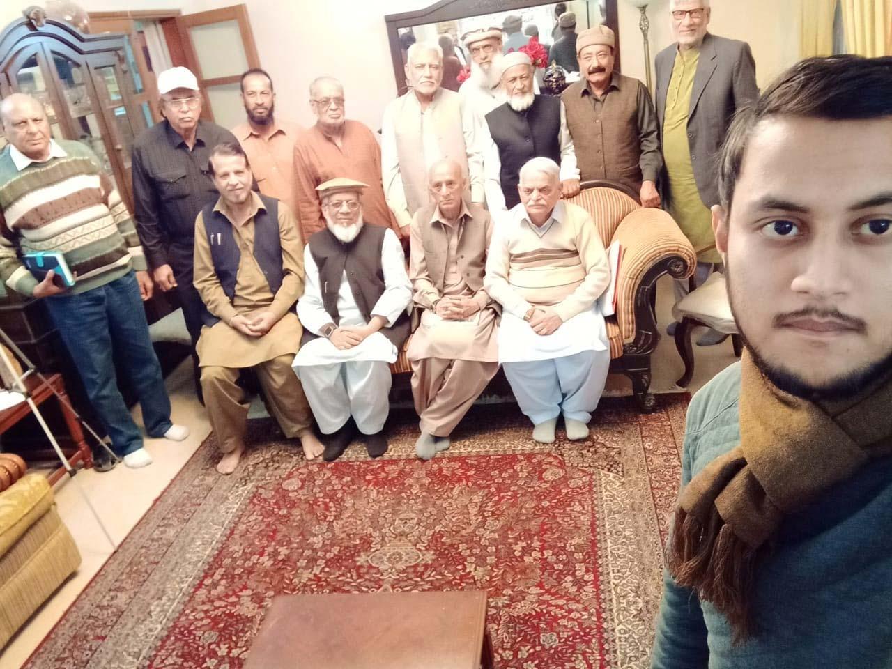 Sitting: Fazal Ur Rehman Khan, Engr. Iqbal Ahmed Khan, Kosar Naqvi, Waseem Siddiqui - Standing: Farooq Khan, Ata Ur Rehman, Manazir Hussain, MA Matin, Shabbar Abidi, M. Idrees Siddiqui, Sabir Ali Khan, Muhammad Salim Hamid, On the back Saleemullah Hussain. The grandson of Kosar Naqvi is taking the selfie
