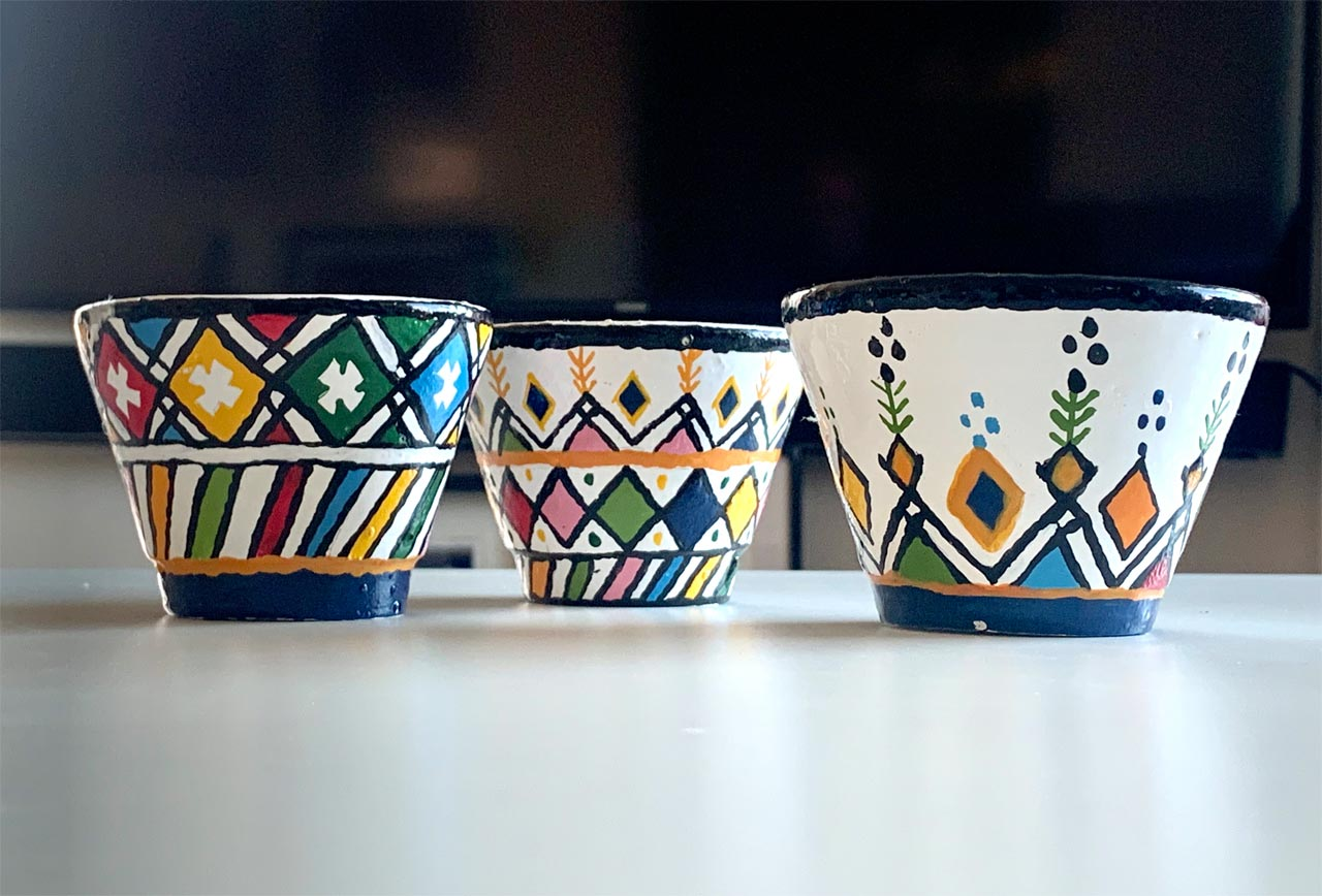 Hand painted teacups make the perfect souvenir. © Mark Lowey.