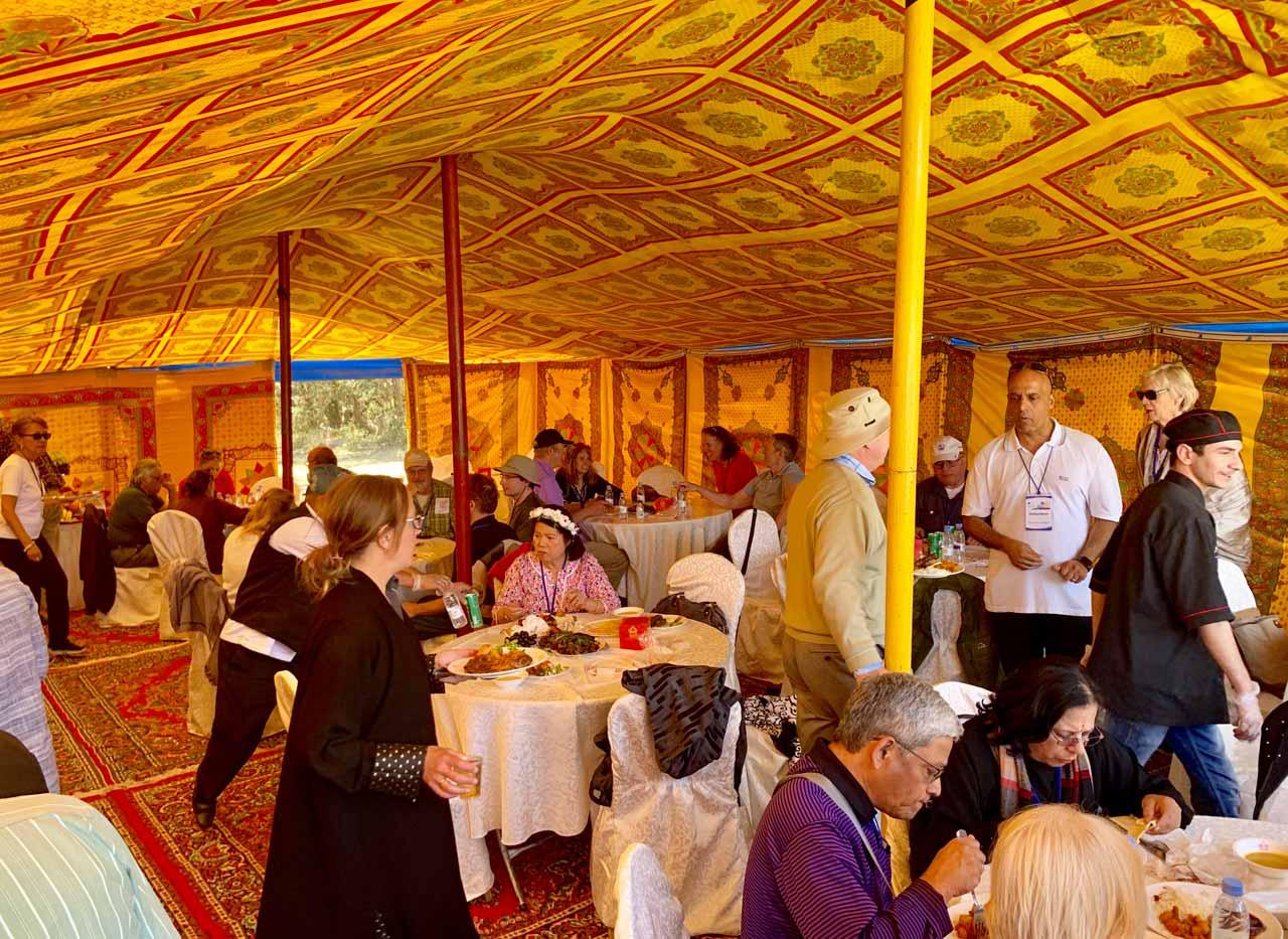 Lunch at Al Jarah Park. © Mark Lowey.