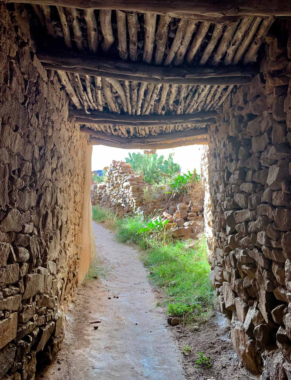 Passageways below the houses of Al Yanfa. © Mark Lowey.