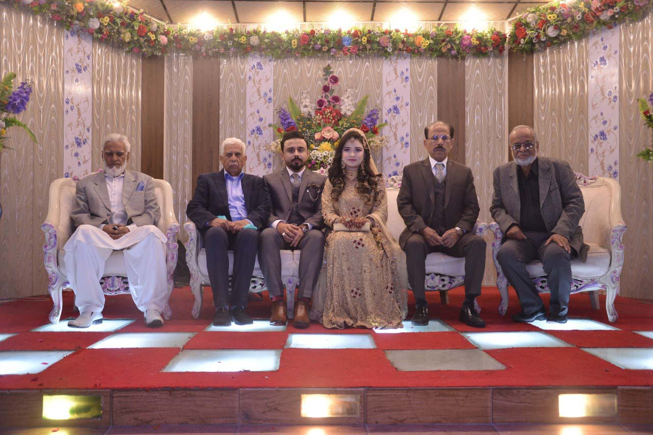 The Saudi Aramco Ex-Employees Association (SAEEA) office holders with the newlywed couple
