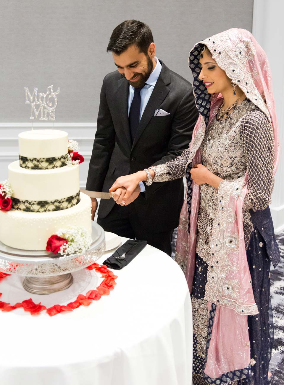 Hammad and Aneela cutting the cake.
