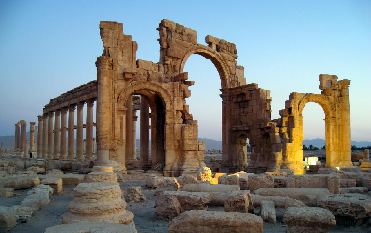 The Monumental Arch at dawn. © Mark Lowey 2021. All rights reserved.