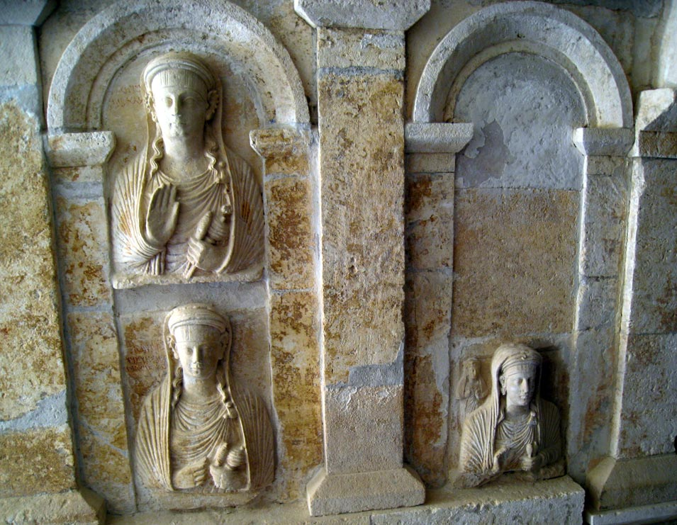 Bas relief representations of the deceased on each tomb. © Mark Lowey 2021. All rights reserved.
