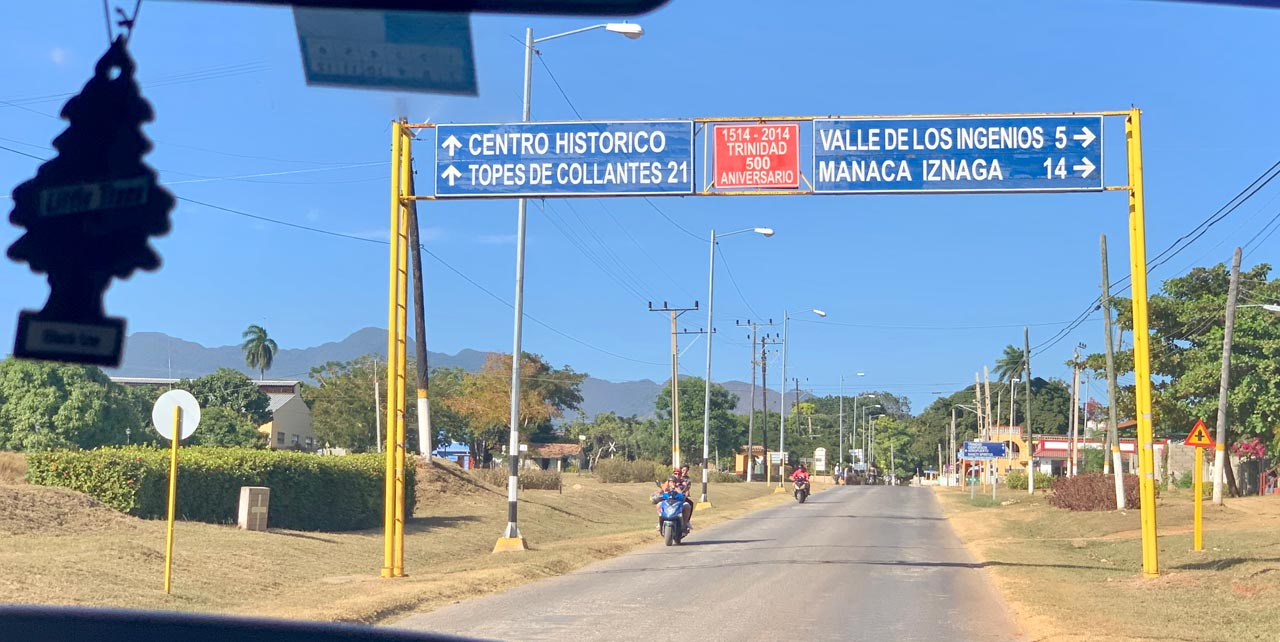 The road from Playa Ancón.