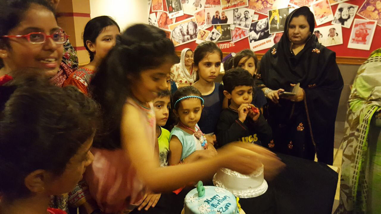 Zara Imran is cutting her Happy Birthday Cake