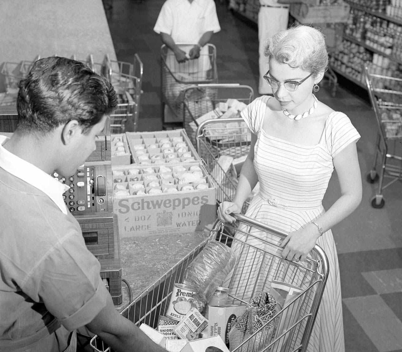 Dhahran The Family Issue Store in 1955