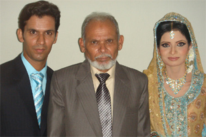 Sher Ali with his son Imran and daughter-in-law Saba Naz.