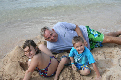 Ray Stevens and Grandkids Enjoy Hawaii