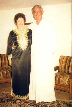 Colleen and Oran in long black and white Arabian robes