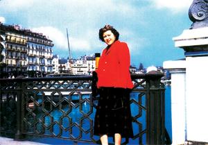 Colleen Wilson poses on bridge